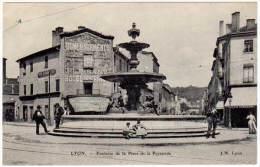 Lyon - Fontaine De La Place De La Pyramide - Lyon