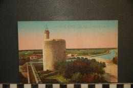 CP, 30, Aigues Mortes La Tour De Constance Et Le Canal De La Grande Robine N°13 Edition LL - Aigues-Mortes