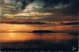 COTE DE GRANIT ROSE - Coucher De Soleil Sur Les Sept Iles, Au 1er Plan, L'Ile De Tomé - La Bretagne En Couleurs - - Bretagne