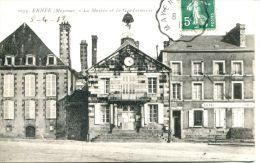 N°36078 -cpa Ernée -la Maririe - La Gendarmerie- - Police - Gendarmerie