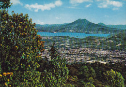 El Salvador Al Fondo Lago De Ilopanga Y Volcan De San Vicente Krüger (2 Scans) - Salvador
