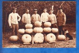 CARTE PHOTO SOLDAT AVEC CITROUILLE LEGUMES - Guerre 1914-18