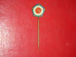 R!,Pin,Badge With Needle,Football Club Slovan,Bratislava,Slovakia,Sport ,Soccer,Enamel,Emaille,vintage,around1950 - Fussball