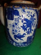 ANCIENT CHINESE TEA POT IN BLUE & WHITE DECORATION - Ceramics & Pottery