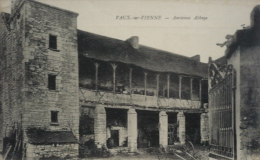 86 - VAUX-SUR-VIENNE - Ancienne Abbaye - Chauvigny