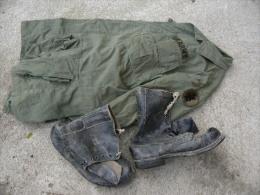 Lot Veste PARA ? écussonnée + Paire De Bottes US Guerre Du Vietnam Attribué - Equipment
