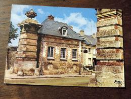 Carte Postale : GOURNAY EN BRAY : Les Portes De Paris - Gournay-en-Bray