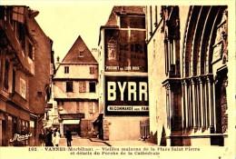 VANNES -  ... PLace Saint Pierre  ... -  CPA TBon Etat - Vannes