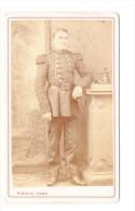 Photo CDV XIXème Portrait D'un Militaire Plein Pied Régiment D'Artillerie Par Rideau à Cherbourg Circa 1870 - War, Military