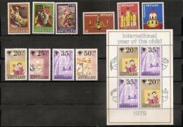 ANTILLES NEERLANDAISES / NEDERLANDSE ANTILLEN  ** 1979/80    (ref 977 ) Fleurs -enfance - Curaçao, Antilles Neérlandaises, Aruba
