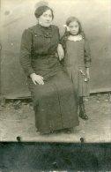 Militaria Militaire Carte Photo D'une Mère Et Sa Fille Très Triste Correspondance Où Souhaite Fin Guerre 1914 - War 1914-18