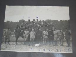 PHOTO 61ème RA GROUPE MILITAIRES Avec NOMS Au Dos (12 Soldats), DRAPEAUX, Tampon Section Photographique ARMEE - Guerre, Militaire