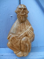 Statuette Musicien Joueur De Balalaïla En Pierre De Savon Ou Ollaire / Steatite - Sculptures