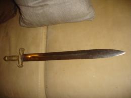 GLAIVE DE TYPE 1830 PEUT ÊTRE ETRANGER BON ETAT AVEC LES PETITES RESERVES DEVELOPEES CI-DESSOUS - Knives/Swords
