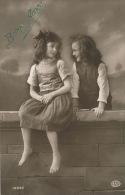 """ENFANTS - LITTLE GIRL - MAEDCHEN -  Jolie Carte Fantaisie Portrait Fillettes De """"Bonne Année"""" - Portraits"""