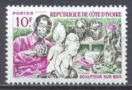 Cote D´Ivoire YT N°231 Sculpteur Sur Bois Neuf/charnière * - Côte D'Ivoire (1960-...)