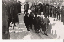 MONT LOUUS (66) CARTE PHOTO OFFICIELS ET BADAUDS CONCOURS DE SKI - Autres Communes