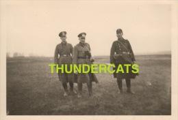 ANCIENNE PHOTO SOLDATS ALLEMANDS ** VINTAGE PHOTO SNAPSHOT GERMAN SOLDIERS ** FOTO DEUTSCHE SOLDATEN DUITSE - Guerre, Militaire
