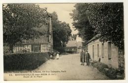 76 - Sotteville-sur-Mer  - Route De La Place      ( Belle Animation Avec Soldat En Permission .... Année 1921 )  2 Scans - France