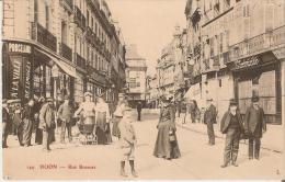 DIJON (21) : RUE BOSSUET - PORCELAINES DE LIMOGES - TAILLEUR -TRES BELLE ANIMATION - GROS PLAN - Dijon