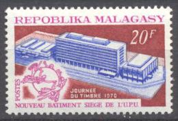 Madagascar YT N°474 Nouveau Batiment Siège De L'U.P.U. Neuf/charnière * - Madagascar (1960-...)