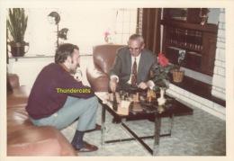 ANCIENNE PHOTO AMATEUR  JEU D'ECHEC JEUX D'ECHECS  ** VINTAGE PHOTO SNAPSHOT CHESS PLAYING GAME - Personnes Anonymes