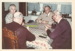 ANCIENNE PHOTO AMATEUR  JEU DE CARTES  ** VINTAGE PHOTO SNAPSHOT CARD CARDS PLAYING GAME - Personnes Anonymes