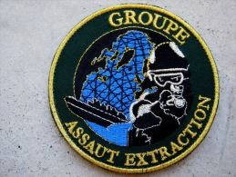 INSIGNE TISSUS PATCH COMMANDO MARINE GROUPE ASSAUT EXTRACTION FOND NOIR SUR VELCRO ETAT EXCELLENT