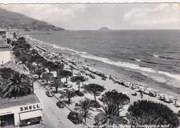 Cartolina ALASSIO (Riviera Dei Fiori / Provincia Di Savona) - Passeggiata A Mare / Distributore Shell - Altre Città