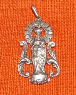 1 Medaille Religieuse  Vierge A L Enfant - Religión & Esoterismo