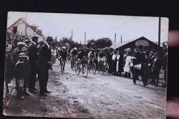 COURSE CYCLISTE DEVANT LA BARAQUE DE MR GARET HUART PRIMEURS / MAREE