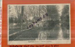 CPA 28, EPERNON, Rivière La Drouette, 2 Personnages, Animé  NOV.2013 1191 - Epernon