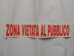 ADESIVO CM. 10 X 50  ZONA VIETATA AL PUBBLICO ROSSO FONDO BIANCO - Adesivi