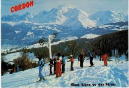 Cordon Vue Sur La Chaine Du Mont Blanc - Vu Des Pistes - Skieurs - Francia