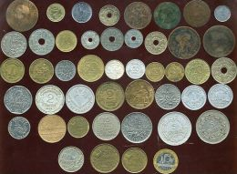 LOT DE 46 MONNAIES ( De NAPOLEON III Aux Année 1990 ) De 1 Centime A 100 Francs - Kilowaar - Munten