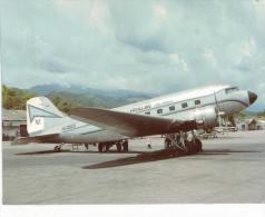 Thème -  Avion -  World Collector´s Cards 11 - Air Villavo Colombia MCDDouglas DC 3C - Vanguardia Villavicencio 94 - 1946-....: Moderne
