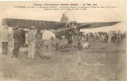 77/ La Tombe - Course D´Aéroplanes Paris Rome - 28 Mai 1911- Monoplan Sommer - Aviateur Bathiat Se Preparant A Faire Ses - Otros Municipios