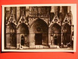 CPM Bayeux (14) - La Cathedrale, Détail De La Façade (cachet St Vaast La Hougue) - Bayeux