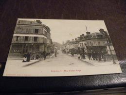 A50...CPA...60....LIANCOURT....Rue Victor Hugo....OISE....r Are Beau Plan Animé.écrite  1915 - Liancourt
