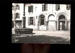 AURILLAC Cantal 15 : Place Saint St Géraud : Maison à Arcatures Romanes Et Fontaine - Aurillac