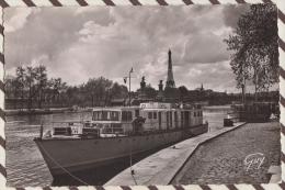 4MA31  PARIS ET SES MERVEILLES LES QUAIS DE LA SEINE PENICHE 2 SCANS - Die Seine Und Ihre Ufer