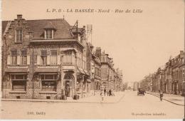 La Bassée (59) : Rue De Lille - Petite Animation (automobile, Passants, Cycliste) - France