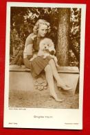 "BRIGITTE HELM AND DOG POODLE 4015/1 PUBLISHER GERMANY ""ROSS"" VINTAGE PHOTO POSTCARD W1338 - Schauspieler"