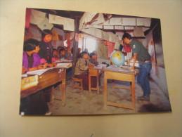 ECHANGE ENTRE UN MEMBRE DU CLUB CAMEL ET DES ELEVES D'UNE ECOLE PRIMAIRE DE RADI - Bhoutan