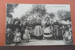 Costumes Bretons--les Jeunes Femmes Portent La Statue De Saint-anne - France