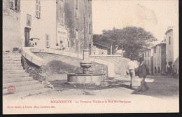 CPA - (83) Roquebrune - La Fontaine Vieille Et La Rue Des Portiques - Roquebrune-sur-Argens