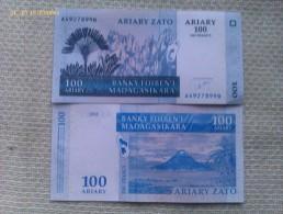 Billete Madagascar. 100 Ariary. 2004 - Madagascar