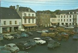 DOL DE BRATAGNE   LA PLACE CHATEAUBRIAND   11379-6    LA BRETAGNE   (  VOITURES ) - Dol De Bretagne
