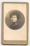 FOTOGRAFIA -CDV Carta De Visita Siglo 19 - JOVEN -ESPAÑA -BARCELONA Casa Fotografica NAPOLEON -1ros. Fotografos Del REY - Anciennes (Av. 1900)