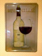 Plaque Métallique Publicitaire Décorative Bombée - WINE CELLAR BOTTLE - Plaques Publicitaires
